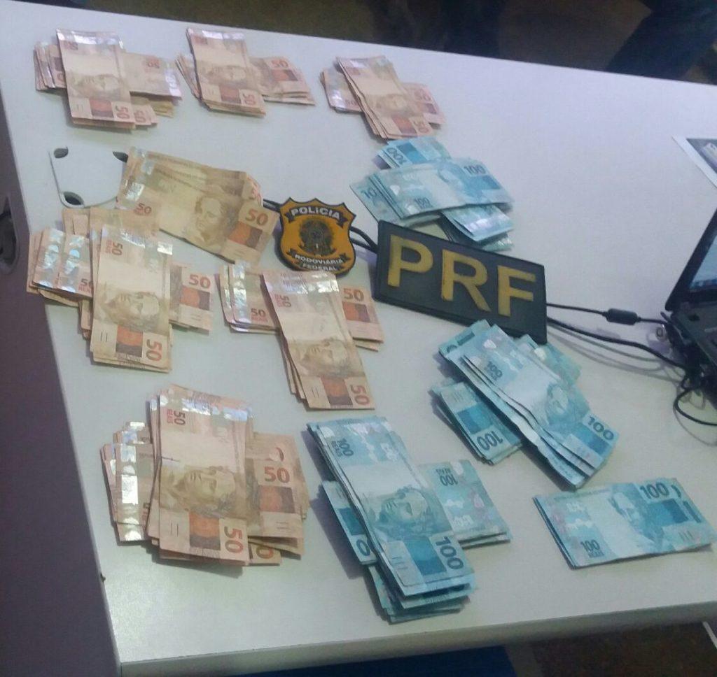Dinheiro apreendido/ Foto: PRF