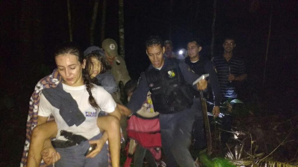 PM e Bombeiros resgatam irmãos perdidos em mata no município de Colniza