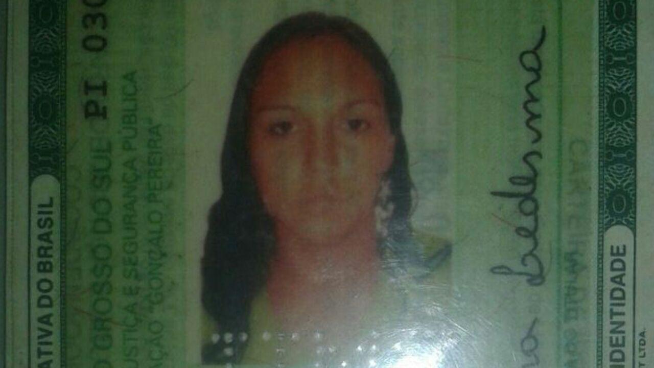 Avitimafoi identificadapela policia como sendo Elaine Ferreira Ledesma 30 anos que residiaacerca de500 metros de onde o corpo foi localizado