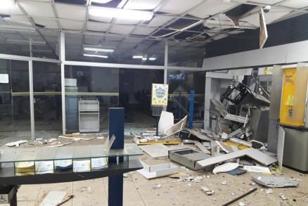 Agência bancária é destruída após explosão em Mato Grosso
