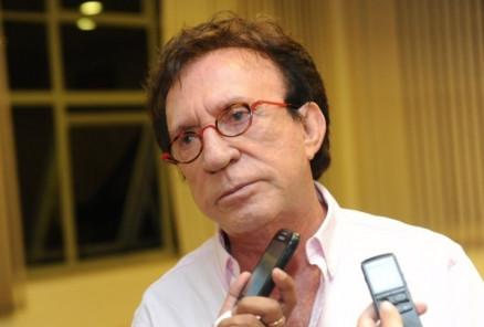 Após 20 anos, Moacyr Franco é demitido do SBT