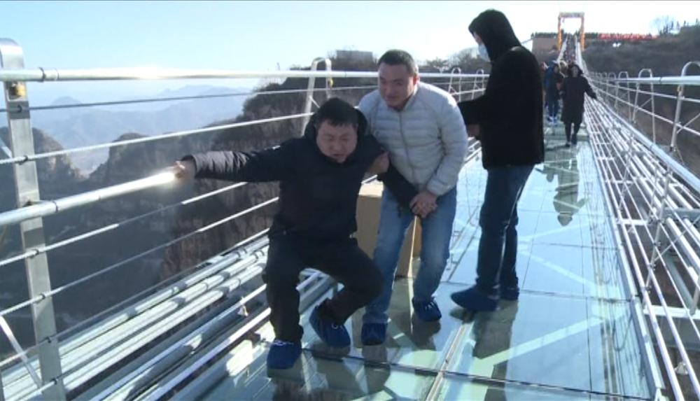 China: Maior ponte de vidro do mundo inaugurada