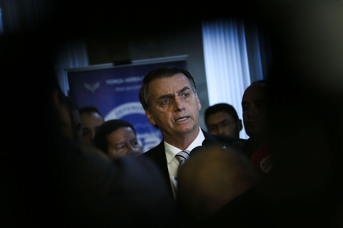 Resultado de imagem para Bolsonaro diz que vai trabalhar por um país em que todos sejam felizes